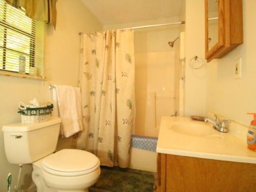 Tellico Beach Cabin   2 Bedrooms: Sleeps 4